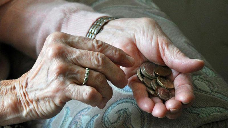 درآمد زنان سالمند