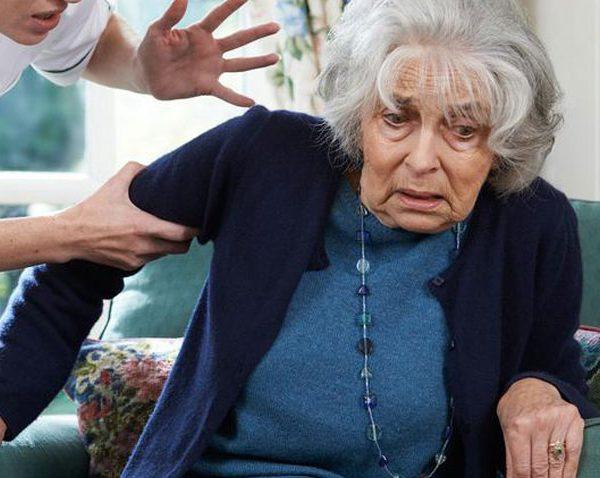 چرا سالمند آزاری می کنند