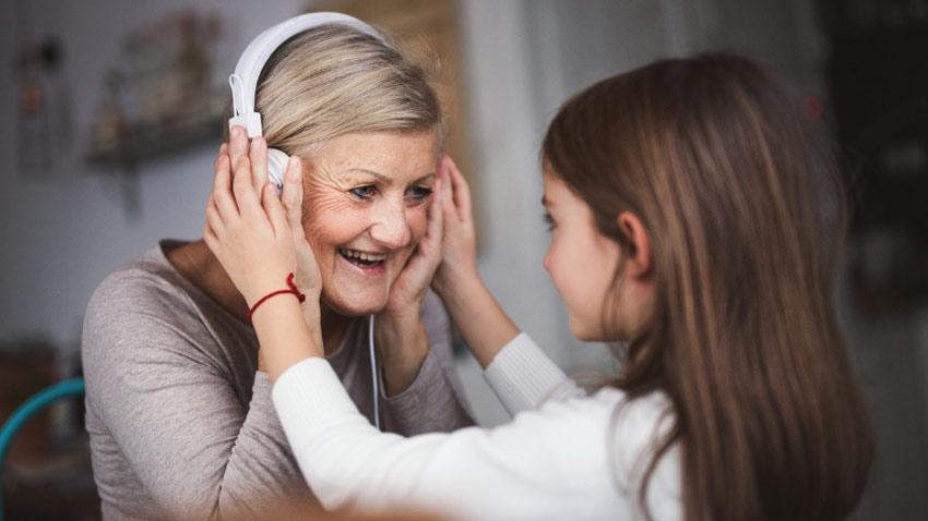 مزایای موسیقی برای سالمندان