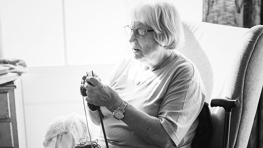 فعالیت های سرگرم کننده کاردستی برای سالمندان