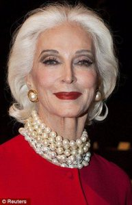 زن دز هر سنی زیبا و جوان است