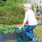 استفاده از صندلی برای باغبانی در سالمندان