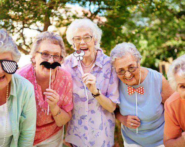 راه های شاد نگه داشتن در سالمندی