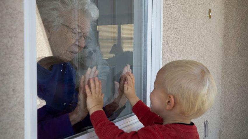 ارتباط با سالمندی که کرونا دارد