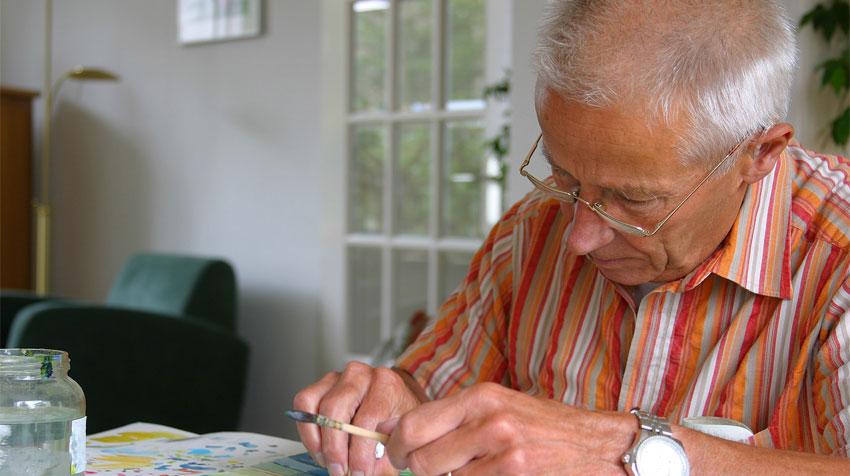 یکی از کاردستیهای مناسب برای سالمندان