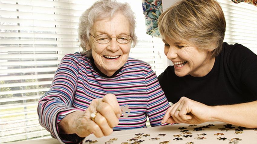 بازی های رومیزی در سالمندان باعث بالا بردن هورمون شادی می شود و همینطور باعث می شود هر فرد شناخت دقیق تری نسبت به خود داشته باشد و با بالا بردن فعالیت مغز باعث جلوگیری از روند کند شدن ذهن می گردد و با تنظیم کردن فشار خون آرامش را به ارمغان می آورد